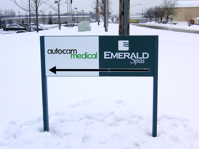 small secondary directional sign in snow