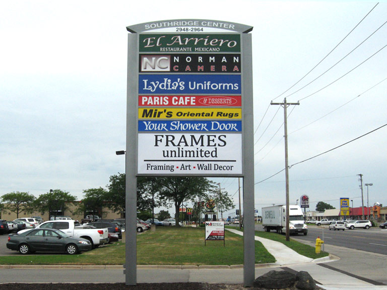 Multi-tenant pylon sign in parking lot